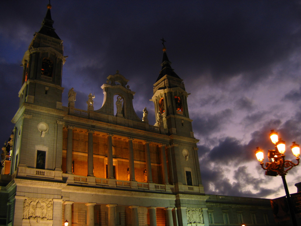 Catedral de la Almudena Madrid Noche