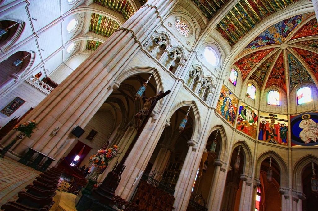 interior-catedral-almudena