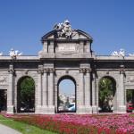 Puerta de Alcalá cara este exterior dia