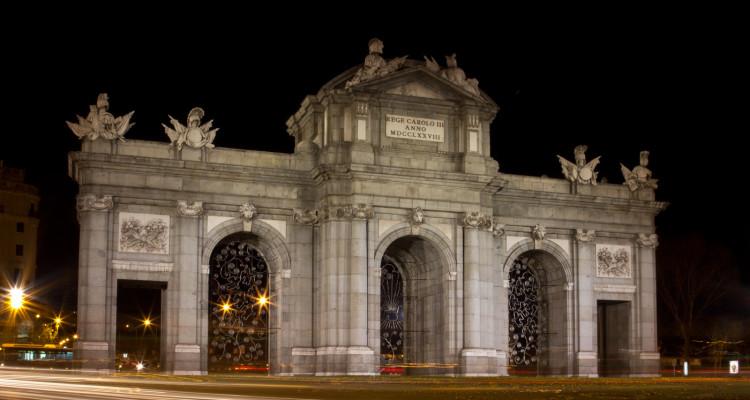 Puerta de Alcalá cara oeste interior noche