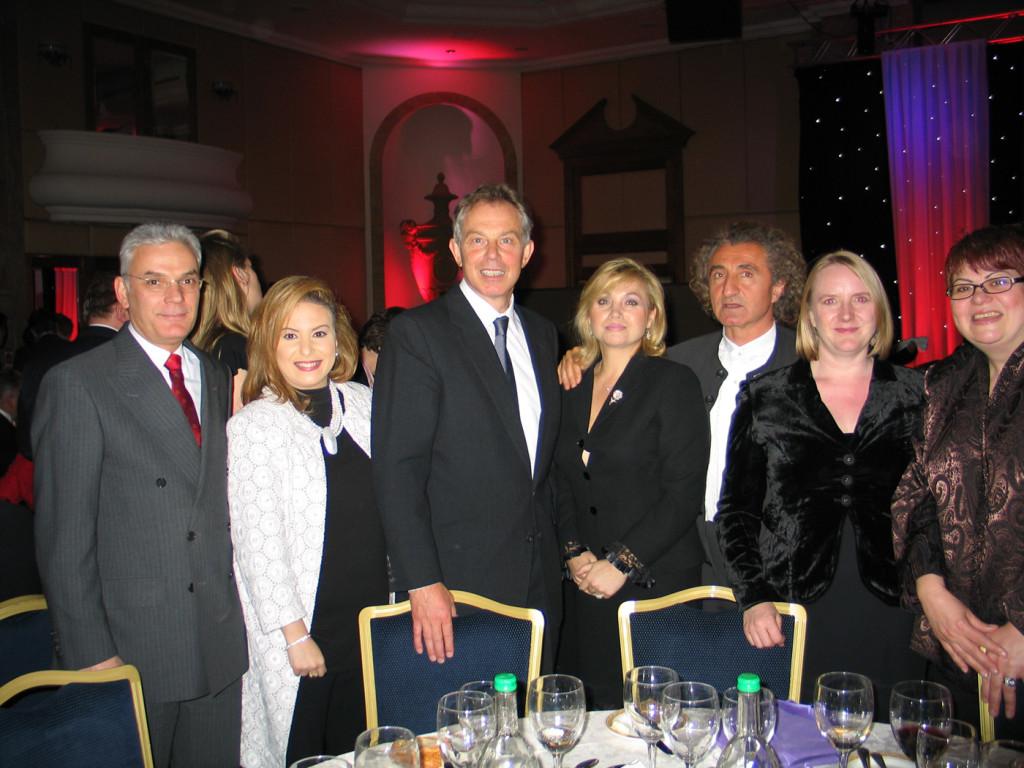 Tony Blair con Hüseyin Özer