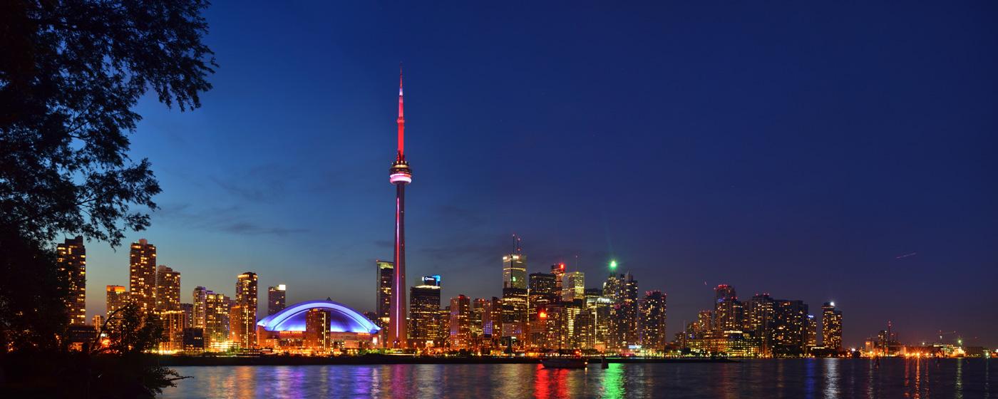 Toronto Skyline de noche - Fotografía de Anton Bielousov