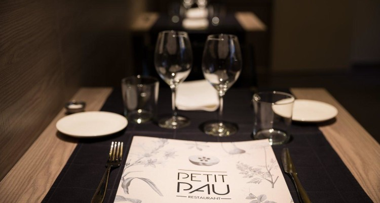 mesa-restaurante-petit-pau