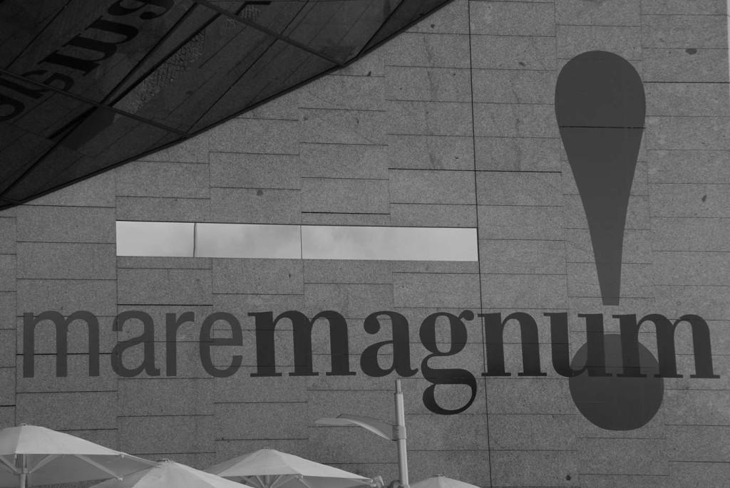 logo maremagnum blanco negro